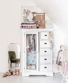 Garderob i barnrum