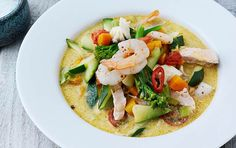 Asiatisk fiskesuppe - fit living - ALT.dk Caprese Salad, Thai Red Curry, Broccoli, Tacos, Healthy Recipes, Healthy Food, Mexican, Ethnic Recipes, Soups