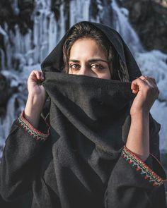 Beautiful Iranian Women, Beautiful Hijab, Muslim Couple Photography, Girl Photography Poses, Hijabi Girl, Girl Hijab, Stylish Girl Images, Stylish Girl Pic, Arabian Beauty Women