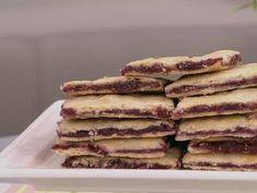 Trottoirs aux framboises de Chrystine Brouillet 3x Par Jour, Galette, Dessert Recipes, Desserts, Biscuits, Pancakes, Muffins, Fruit, Breakfast