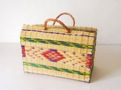 This portuguese traditional basket is entirely made by hand and from natural materials. http://toinoabel.blogspot.com/