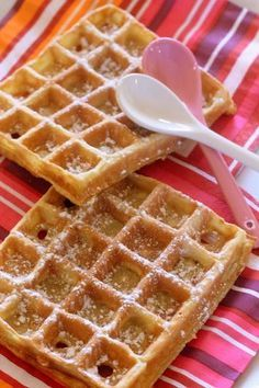 The waffles of Cyril Lignac, one of the best waffles I've eaten! The waffles of Cyril Lignac, one of the best waffles I've eaten! Desserts With Biscuits, Köstliche Desserts, Dessert Recipes, Crepes, Cooking Chef, Cooking Recipes, Pancakes And Waffles, Food Inspiration, Love Food