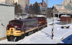 RailPictures.Net Photo: SOO 2500 Soo Line EMD FP7 at Duluth, Minnesota by Max Medlin Train Tracks, Train Rides, Rail Train, Duluth Minnesota, Covered Wagon, Old Trains, Diesel Locomotive, Evolution, Boat