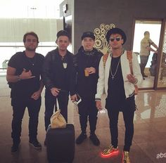 Neymar - with friends - at Barcelona airport on his way to Brazil for international break. Daaaamnnn Neymar!