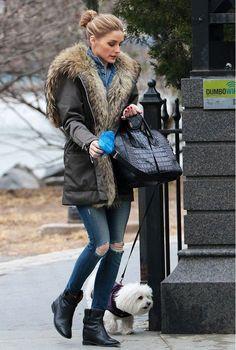 Olivia Palermo / Look de ganga: calças justas e camisa de ganga. Com Kispo de pelo no interior e botins pretos
