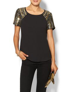 How gorgeous is this black and gold sequin tee - love! Such a cute top for a perfect holiday party outfit. Diy Fashion, Fashion Outfits, Womens Fashion, Holiday Party Outfit, Lesage, Party Tops, Embroidery Fashion, Mode Outfits, Refashion