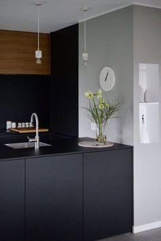 Wohnen im Winter: Die schönsten Wohn- und Dekoideen aus dem Januar | SoLebIch.de Foto: irina_kapunkt #solebich #küche #ideen #streichen #wandgestaltung #skandinavisch #ordnung #offene #einrichtung #gestalten #arbeitsplatte #dekoration #renovieren #insel #kitchen #interior #interiorideas #schwarz #hokz #wanduhr