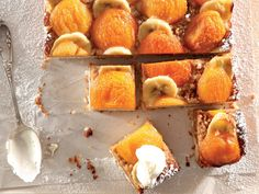 Appelkoos-en-piesangblokkies Occasion Cakes, Kos, Food Inspiration, Biscuits, Peach, Yummy Food, Cheese, Fruit, Diva