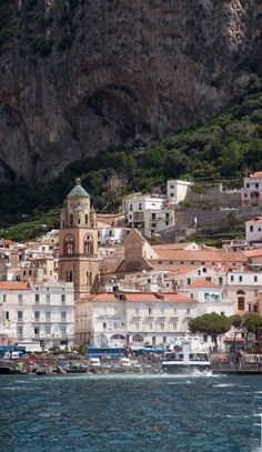 Live like a local on the Amalfi Coast! Find your vacation villa or apartment.