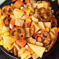 Halloween chex mix - Eating on a Dime Halloween Snack Mix Recipe, Halloween Snacks For Kids, Halloween School Treats, Halloween Foods, Halloween Parties, Halloween Sweets, Spooky Halloween, Halloween Crafts, Halloween Ideas