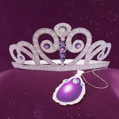 Your princess can sparkle and shine by making her very own tiara and amulet, inspired by Sofia.