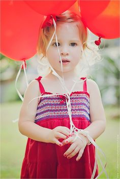 balloons can add so much color to a portrait. cute idea!