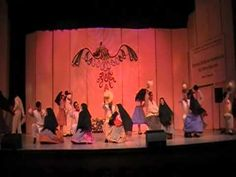 Huapango es una danza tradicional mexicana. La danza se presenta en diversas variedades en relación con la región de procedencia. El baile es similar al claqué. Hay un concurso en Santiago de Querétaro.