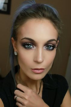 Eyes were done using the Too Faced Vegas Nay Stardust Palette#makeup #makeuplover #makeuptutorial #eyemakeup #smokeyeyes #toofaced