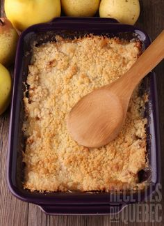 This healthy and easy Apple Crumble Recipe is filled with skin-friendly coconut oil, almond meal and rolled oats. A great beauty food and dessert! Almond Recipes, Apple Recipes, Sweet Recipes, Baking Recipes, Easy Apple Crumble, Apple Crumble Recipe, Apple Crisp, Pear Crisp, Healthy Dessert Recipes