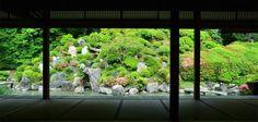 Chisyaku-in Temple garden seen through windows of Daishoin building.