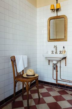 french Bathroom Decor French Country Bathroom in bathroom ideas, white tiled bathroom with checkerboard tiled floor, traditional sink and fittings, antique gold vanity mirror. French Country Kitchens, French Country Bedrooms, French Country Decorating, Bad Inspiration, Bathroom Inspiration, Bathroom Ideas, Bathroom Pictures, White Bathroom Tiles, White Tiles