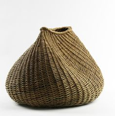 Lise Bech | Woven basket. Scottish WillowMore Pins Like This One At FOSTERGINGER @ PINTEREST No Pin Limitsでこのようなピンがいっぱいになるピンの限界.