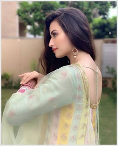 Free Latest WhatsApp DP Images Pics Wallpaper Photo , WhatsApp DP Images Picstures free Downlaod Pakistani Models, Pakistani Actress, Winter Date Outfits, Whatsapp Dp Images, Frock Design, Indian Girls, Girl Pictures, Like4like, Saree