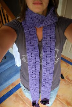 Very long basket weave scarf with pockets on the end