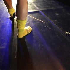 """From the bows for our last """"Was Ihr Wollt""""... love this photo ;-) Denis Piza as Malvolio with his yellow stockings... #dancers #wasihrwollt #whatyouwill #twelfthnight #shakespeare #malvolio #hannover #hannoverballett #hannoverballet #joergmannes #dance #ballet #ballett #yellow #stockings #yellowstockings"""