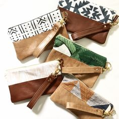 Artículos similares a Wristlet Leather Wristlet Wristlet Clutch Evening Clutch Leather Purse Leather Bag Leather Wrist Bag Evening Bag Bridesmaid gift en Etsy Leather Purses, Leather Wallet, Diy Leather Clutch, Leather Totes, Leather Bags, Pochette Diy, Fabric Bags, Bird Fabric, Handmade Bags