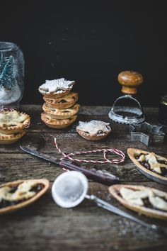 Pâte Frolle Mince Pies from Top with Cinnamon
