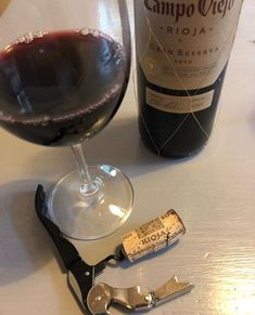 Opening wine bottles is easy but most people fail to use wine openers properly. Let us help you learn how to use wine openers like a pro today. Wine Drinks, Alcoholic Drinks, Wine Key, Different Types Of Wine, Spirit Drink, Electric Wine Opener, Smoothies, Bath Girls, Glitter Background