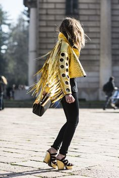 Milan Fashion week FW 2014 gold leather fringe jacket and black skinnies / street style Street Style Trends, Looks Street Style, Looks Style, Looks Cool, Style Me, Look Fashion, High Fashion, Womens Fashion, Fashion Trends