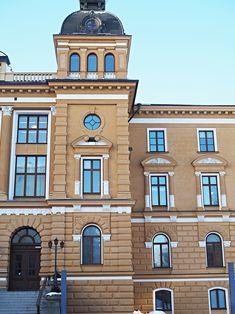 Oulun kaupungintalo ja työn rikastamisen pyöreä pöytä. Helmikuu ja raikkaat pakkaspäivät.