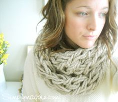 Arm Knitting for beginners! *Official Arm Knitting Tutorial* No needles required to knit this scarf! You can now arm knit a scarf in . Arm Knitting Tutorial, Scarf Tutorial, Knitting Tutorials, Knitting Ideas, Finger Knitting, Loom Knitting, Hand Knitting, Simple Knitting, Infinity Scarf Knitting Pattern