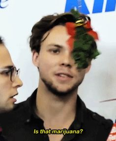 "mukenope: ""Ashton's reaction to seeing a mistletoe + """