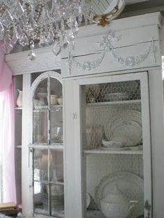chicken wire cabinet~appliques cabinet tutorial
