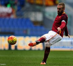 Daniele De Rossi of AS Roma in action during the Serie A match between AS Roma and Hellas Verona FC at Stadio Olimpico on January 17, 2016 in Rome, Italy.