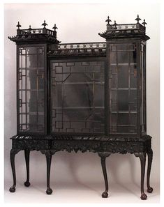 antique+thomasChippendale+display+cabinet+very+much+Chinoiserie.jpg (622×785)