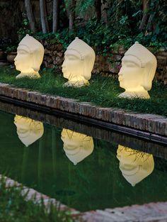 Die dekorative Design-Außenleuchte Goa 70 setzt auffällige Lichtakzente und lässt indisches Flair im Garten Einzug halten. Die Leuchte in Form eines Buddha-Kopfes lässt sich vielseitig einsetzen und kann z.B. auch Interieur als dekorativer Augenschmaus verwendet werden.