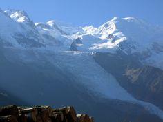 """""""Das Dach Europas"""" - oft unterschätzt, ist der 4.810 Meter hohe Mont Blanc, für Alpinisten, einer der gefährlichsten Berge weltweit (2005) Mount Everest, Mountains, Nature, Travel, Europe, Mont Blanc, Adventure Tours, Natural Wonders, France"""
