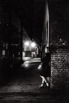 Night scene at Elephant & Castle. London, 1949 © Bert Hardy