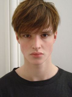mens fringe Haircuts With Bangs, Haircuts For Men, Teen Boy Haircuts, Fringe Hairstyles, Hairstyles Haircuts, Fringe Haircut, Fringe Bangs, Mushroom Haircut, Mens Fringe