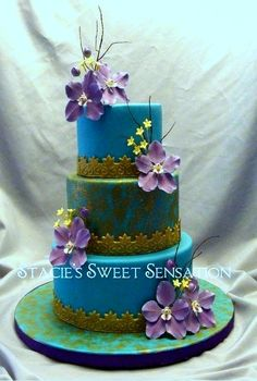 turquoise cake with gold trim