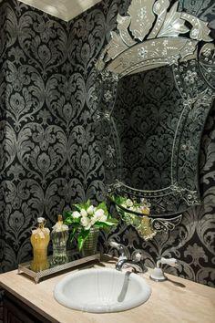 Lavabo da casa da blogueira de moda Lala Rudge. Confira mais cômodos no site da Casa Vogue