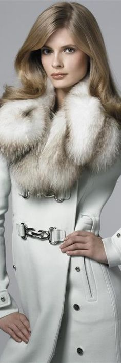 Gorgeous fur collar (=)
