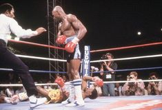 Top 15 KOs in boxing history Julio Ceasar, Archie Moore, Ricky Hatton, Marvelous Marvin Hagler, Sugar Ray Robinson, Roy Jones Jr, Boxing History, Sports, Historia