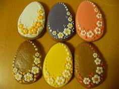 Medové perníčky, to je sladké mlsání s příchutí koření. Ano, nezaměnitelná chuť dělá z perníku jedinečný a originální produkt. Navoďte si Velikonoční náladu, provoňte byt kořením a vytvořte svá malá dílka. My vám… Cut Out Cookies, Easter Cookies, Easter Eggs, Food And Drink, Clay, Desserts, Cupcake, Easy Crafts, Wafer Cookies