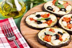 Le melanzane al forno  sono un contorno vegetariano semplice e genuino dal sapore mediterraneo.