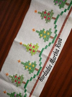 Towel Embroidery, Embroidery Stitches, Felt Crafts, Diy And Crafts, Bargello, Swedish Weaving, Christmas Cross, Needlework, Cross Stitch