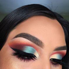 half glitter cut crease @makeupguides on twitter