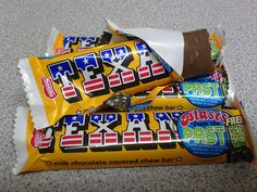 Texan Bar Please bring it back! These were the tastiest chewiest bar of toffee/ chocolate ever! My husband gets very emotional when he talks about Texan bars - bless him. Old Sweets, Vintage Sweets, Retro Sweets, 1970s Childhood, My Childhood Memories, Sweet Memories, Memories Box, Old Fashioned Sweets, Sweet Wrappers