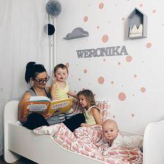 Bajeczka i spanko  dziewczyny mówią wam DOBRANOC  #rodzicewsieci #blogparentingowy #blogrodzinny #familygoals #justbaby #igkids #instamatki #instadziecko #wielodzietni #rodzina #family #bigfamily #largefamily #momof3 #motherhood #lifestylebloggers #kidslife #kidsphotography #dailypic #childhood #parenting #girlsroom #scandinaviandesign #scandi #interior #eveningwithmylove