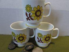 Vintage Pedestel Coffee Mug  Set of 3  Sunny by mimishomefashions